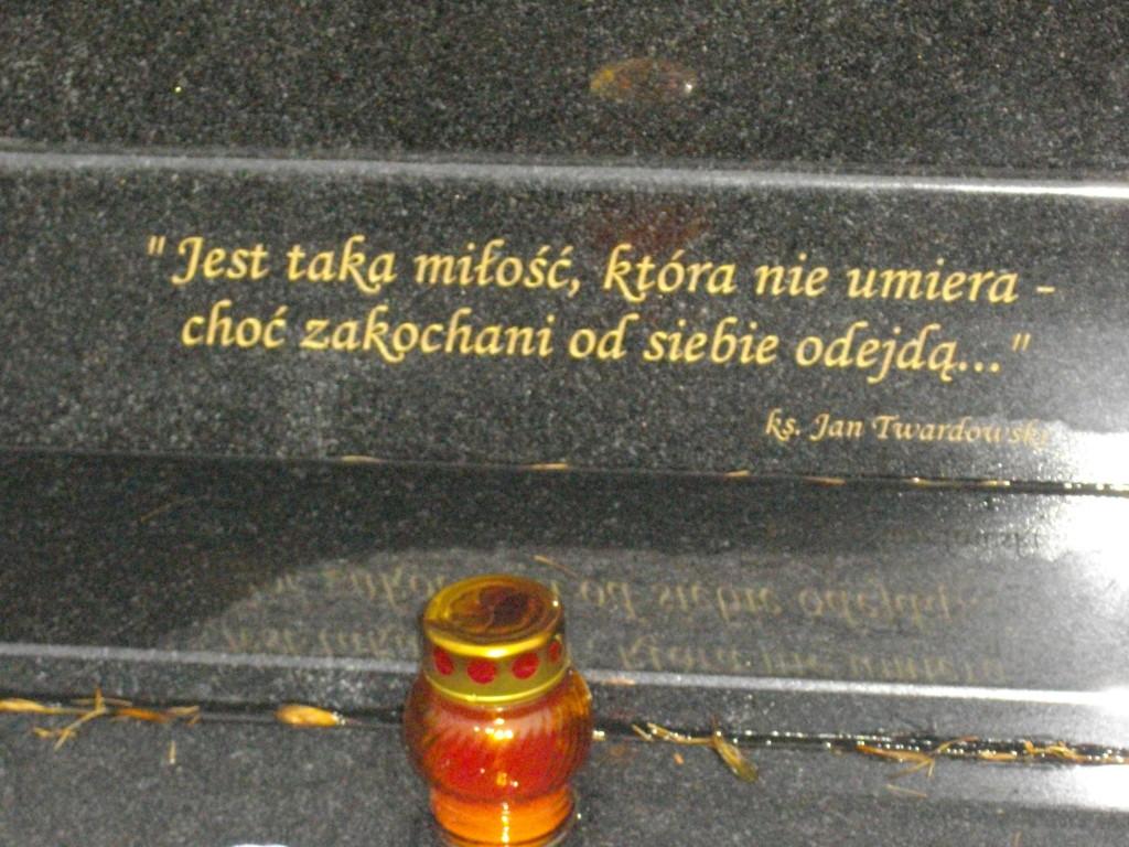 Epitafium na jednym z grobów na Cmentarzu Rakowickim