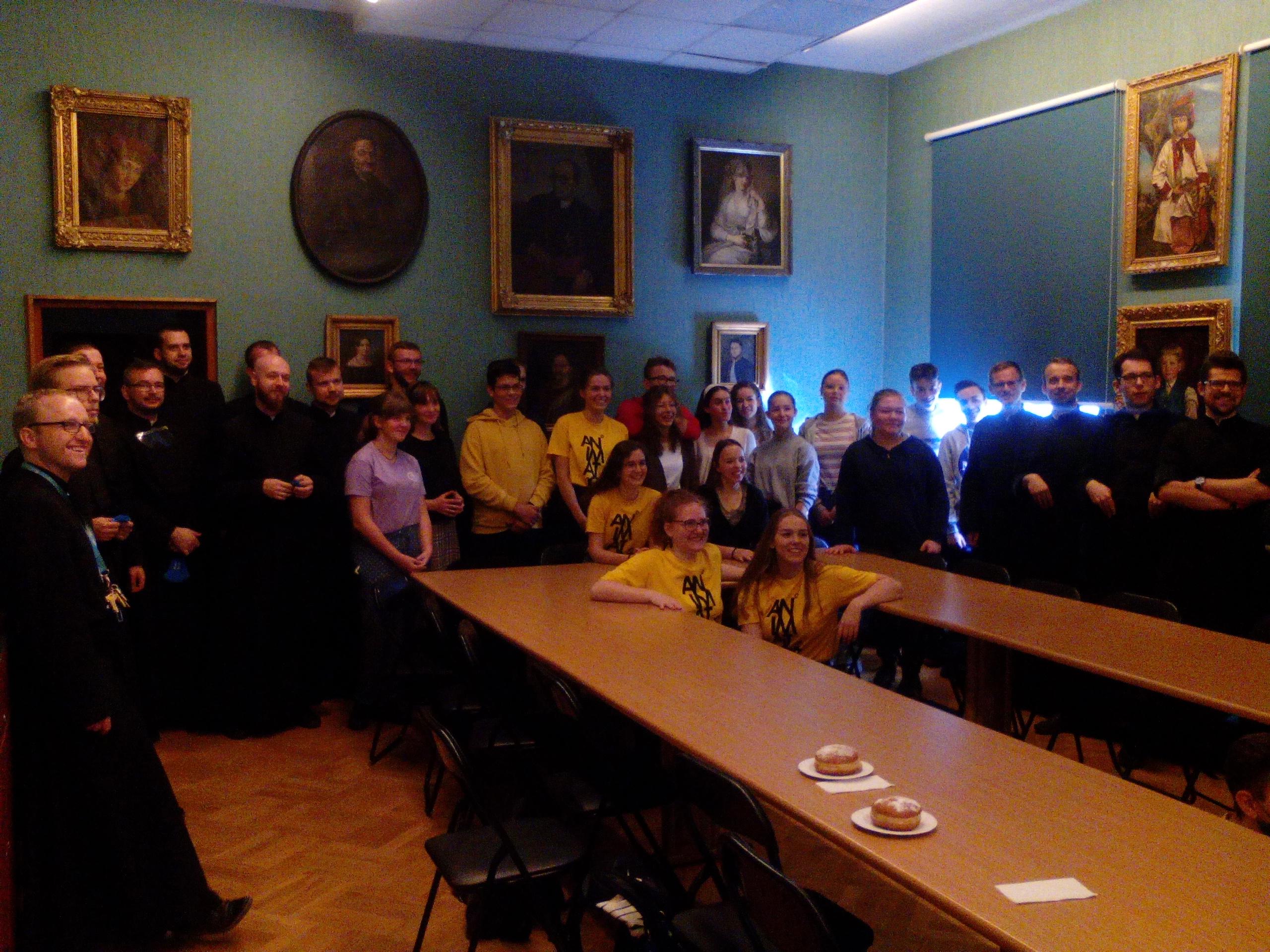 Młodzież zgromadzona na XX SMP w gmachu pijarskiego liceum w Krakowie.
